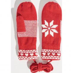 Rękawiczki na sznurku - Czerwony. Czerwone rękawiczki damskie Sinsay. Za 24,99 zł.