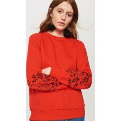 Bluzy damskie: Bluza z wyhaftowanymi rękawami – Czerwony