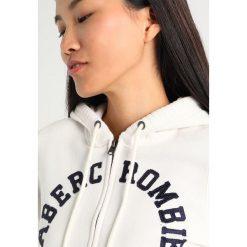 Abercrombie & Fitch HOLIDAY LOGO Bluza rozpinana off white. Białe kardigany damskie Abercrombie & Fitch, xs, z bawełny. Za 349,00 zł.