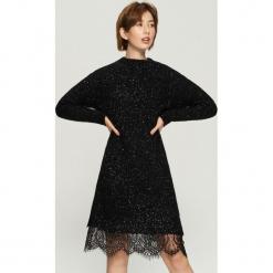 Dzianinowa sukienka z koronką - Czarny. Czarne sukienki dzianinowe marki Cropp, l. Za 99,99 zł.