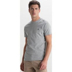 T-shirty męskie: Original Penguin EMBROIDRED LOGO TEE Tshirt basic rain heather