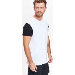 T-shirty męskie: T-SHIRT MĘSKI Z KONTRASTOWYMI RĘKAWAMI