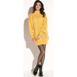Żółta Swetrowa Mini Sukienka z Półgolfem. Żółte sukienki dzianinowe marki Molly.pl, na jesień, uniwersalny, mini, oversize. Za 139,90 zł.