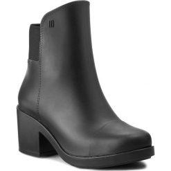 Botki MELISSA - Elastic Boot Ad 31774 Black 01003. Czarne buty zimowe damskie Melissa, z materiału, na obcasie. W wyprzedaży za 299,00 zł.
