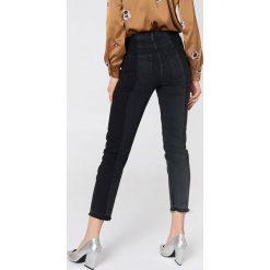 Spodnie damskie: NA-KD Trend Jeansy z dwiema ozdobnie spranymi wstawkami - Black