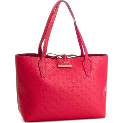 Torebka GUESS - HWEM64 22150  RRD. Czerwone torebki klasyczne damskie marki Guess, z aplikacjami, ze skóry ekologicznej, duże. Za 599,00 zł.