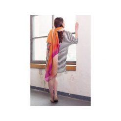 Duża dwukolorowa chusta szal fuksja pomarańcz. Czerwone chusty damskie CADOaccessories. Za 99,00 zł.
