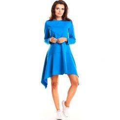 Niebieska Codzienna Asymetryczna Luźna Sukienka z Przeszyciami. Niebieskie sukienki asymetryczne marki Molly.pl, na co dzień, l, z dzianiny, sportowe, z asymetrycznym kołnierzem, z długim rękawem. Za 129,90 zł.