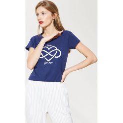 T-shirt z nadrukiem - Granatowy. Niebieskie t-shirty męskie z nadrukiem marki House, l. Za 39,99 zł.
