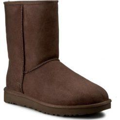 Buty UGG - W Classic Short II 1016223 W/Cho. Szare buty zimowe damskie marki Ugg, z materiału, z okrągłym noskiem. Za 939,00 zł.