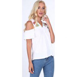 Bluzki asymetryczne: Bluzka z haftem odkryte ramiona biała 22506