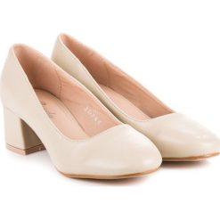 Buty ślubne damskie: Beżowe czółenka na niskim obcasie RENDA odcienie brązu i beżu