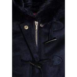 Derhy ACACIA DUFFLE Krótki płaszcz marine. Czerwone kurtki chłopięce marki Pepe Jeans, z bawełny, krótkie, z kapturem. W wyprzedaży za 319,20 zł.