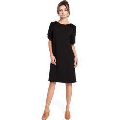 Czarna Sukienka z Falbankami na Ramionach. Czarne sukienki na komunię Molly.pl, do pracy, l, w jednolite wzory, z tkaniny, biznesowe, z falbankami, midi, oversize. Za 115,90 zł.