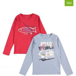 """Koszulki (2 szt.) """"Victor"""" w kolorze niebieskim i czerwonym. Czerwone t-shirty chłopięce z długim rękawem Name it Kids, z bawełny. W wyprzedaży za 47,95 zł."""