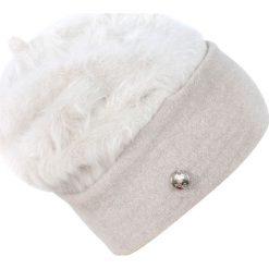 Czapka damska Zimowy puch biała. Białe czapki zimowe damskie Art of Polo, na zimę, z puchu. Za 56,30 zł.