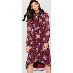 Sukienka w stylu boho - Wielobarwn. Czerwone sukienki boho marki Mohito, z bawełny. Za 169,99 zł.