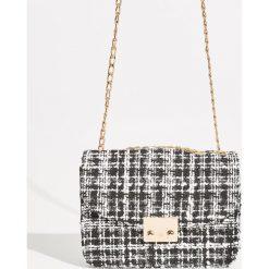 Tweedowa torebka na łańcuszku - Czarny. Czarne torebki klasyczne damskie Sinsay. W wyprzedaży za 39,99 zł.