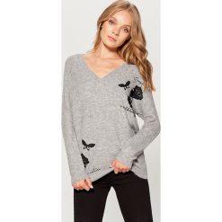 Sweter z dekoltem w szpic - Szary. Szare swetry klasyczne damskie marki FOUGANZA, z bawełny. Za 129,99 zł.