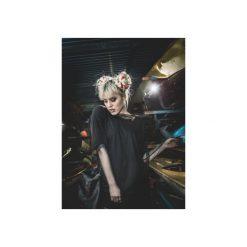 T-SHIRT BLACK PANEL DRESS. Czarne t-shirty damskie Rest_factory, l, z aplikacjami, z asymetrycznym kołnierzem. Za 249,90 zł.
