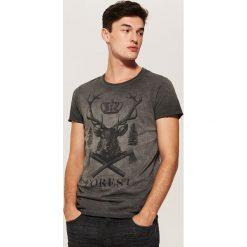 T-shirt z jeleniem - Szary. Szare t-shirty męskie marki House, l, z bawełny. Za 49,99 zł.