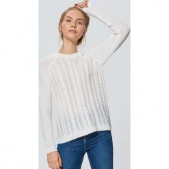 Lekki sweter z warkoczowym splotem - Kremowy. Białe swetry klasyczne damskie marki Cropp, l, ze splotem. Za 69,99 zł.