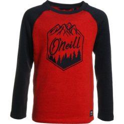 O'Neill CREW Bluza z polaru fiery red. Czerwone bluzy chłopięce rozpinane marki O'Neill, z materiału, narciarskie. W wyprzedaży za 125,40 zł.