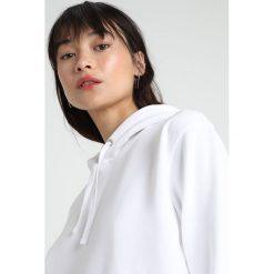 Calvin Klein Jeans HOODIE Bluza z kapturem bright white/red. Białe bluzy z kapturem damskie Calvin Klein Jeans, xs, z bawełny. Za 509,00 zł.