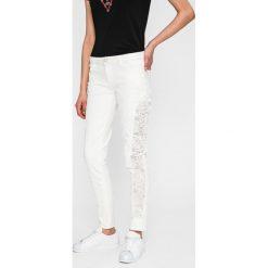 Spodnie damskie: Guess Jeans - Jeansy Sexy Curve Lace