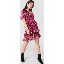 Sukienki: NA-KD Boho Sukienka z trójwarstwową falbanką – Pink