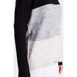 Vero Moda - Sweter. Szare swetry klasyczne damskie marki Vero Moda, l, z dzianiny, z okrągłym kołnierzem. W wyprzedaży za 79,90 zł.