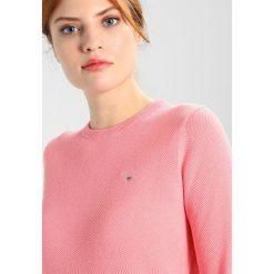 Swetry damskie: GANT CREW Sweter geranium pink
