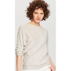 Swetry klasyczne damskie: Sweter z gorsetowym wiązaniem - Jasny szar