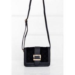 Kuferki damskie: Mała torebka z klamrą i paskiem
