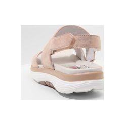 Gabor WIDE FIT Sandały na koturnie rame. Czerwone sandały trekkingowe damskie Gabor, z materiału, na koturnie. Za 499,00 zł.