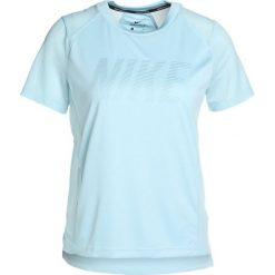 Nike Performance DRY MILER  Tshirt z nadrukiem ocean bliss/noise aqua/reflective silv. Niebieskie topy sportowe damskie marki Nike Performance, xl, z nadrukiem, z materiału. Za 129,00 zł.