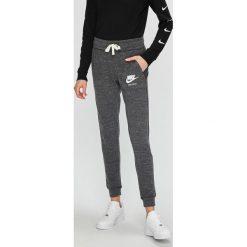 Nike Sportswear - Spodnie/legginsy 883731. Szare bryczesy damskie Nike Sportswear, l, z bawełny. W wyprzedaży za 139,90 zł.