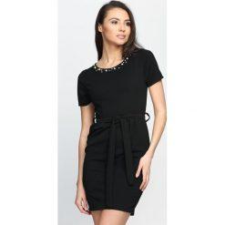 Czarna Sukienka Stand Still. Czarne sukienki letnie marki Born2be, s, mini. Za 59,99 zł.