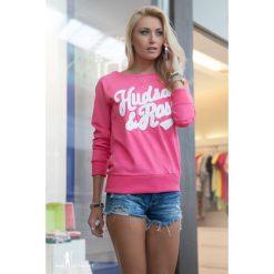 Bluzy damskie: Bluza z naszywką różowa