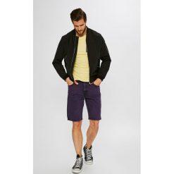 Wrangler - Szorty. Czerwone spodenki jeansowe męskie marki Cropp. Za 259,90 zł.