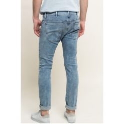 Wrangler - Jeansy. Niebieskie jeansy męskie skinny Wrangler, z aplikacjami, z bawełny. W wyprzedaży za 229,90 zł.