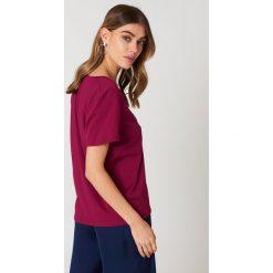NA-KD Basic T-shirt z dekoltem V - Purple. Różowe t-shirty damskie marki NA-KD Basic, z bawełny. Za 40,95 zł.