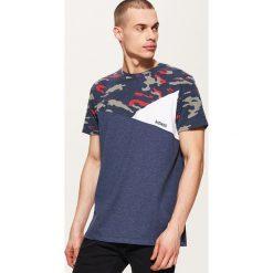 Odzież męska: T-shirt z łączonych materiałów – Granatowy