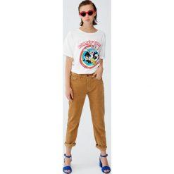 Koszulka z Looney Tunes. Różowe t-shirty damskie Pull&Bear. Za 59,90 zł.