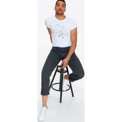 T-shirty męskie: T-SHIRT MĘSKI Z ARTYSTYCZNYM NADRUKIEM