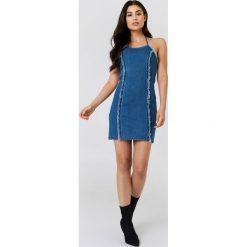 Minkpink Sukienka jeansowa Wild Ones - Blue. Niebieskie sukienki na komunię MINKPINK, z denimu, dopasowane. W wyprzedaży za 105,18 zł.