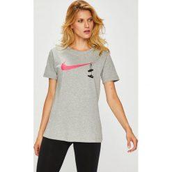 Nike Sportswear - Top. Szare topy damskie Nike Sportswear, m, z nadrukiem, z bawełny, z okrągłym kołnierzem. Za 99,90 zł.