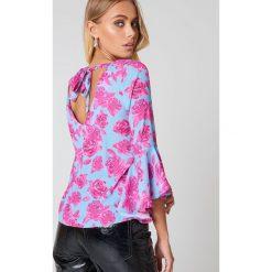 Bluzki damskie: NA-KD Boho Bluzka z dekoltem V - Pink,Blue,Multicolor