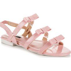 Lakierowane sandałki z kokardkami MIGNON różowe. Brązowe sandały trekkingowe damskie marki SMALL SWAN. Za 54,00 zł.