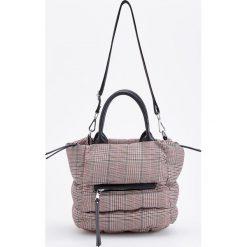 Pikowana torebka w kratę - Czarny. Czarne torebki klasyczne damskie marki Reserved, pikowane. Za 149,99 zł.